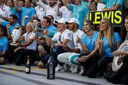 Lewis Hamilton, Mercedes AMG F1 and Valtteri Bottas, Mercedes AMG F1 celebrate withthe team