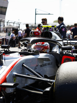 Kevin Magnussen, Haas F1 Team VF-18, on the grid