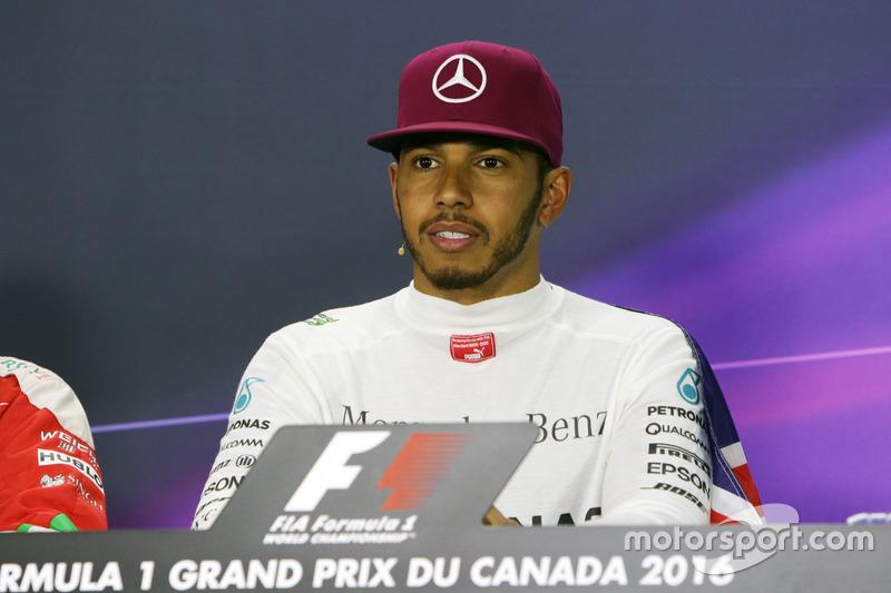 Льюїс Хемілтон, Mercedes AMG F1 під час прес-конференції FIA
