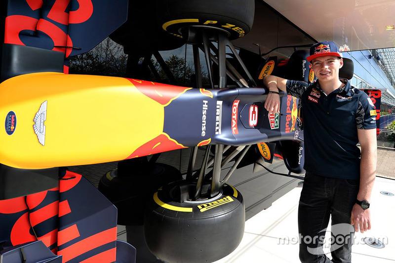 Макс Ферстаппен відвідує завод Red Bull Racing