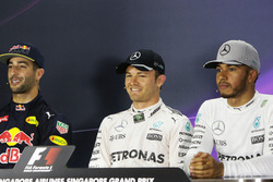 Qualifying top three in the FIA Press Conference (L to R): Daniel Ricciardo, Red Bull Racing, secon