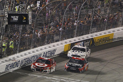 Kyle Larson, Chip Ganassi Racing Chevrolet, Martin Truex Jr., Furniture Row Racing Toyota, Brad Keselowski, Team Penske Ford take the checkered flag