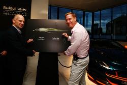 Adrian Newey, Chief Technical Officer Red Bull Racing und Marek Reichman, Kreativ- und Design Direkt