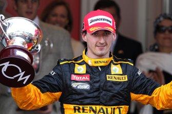 Podio: il terzo classificato Robert Kubica, Renault