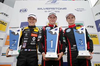 Podio: il vincitore della gara Jüri Vips, Motopark Dallara F317 - Volkswagen, il secondo classificato Sacha Fenestraz, Carlin Dallara F317 - Volkswagen, il terzo classificato Jonathan Aberdein, Motopark Dallara F317 - Volkswagen