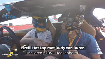 McLaren-simrijder Rudy van Buren met Motorsport.com redacteur Erwin Jaeggi