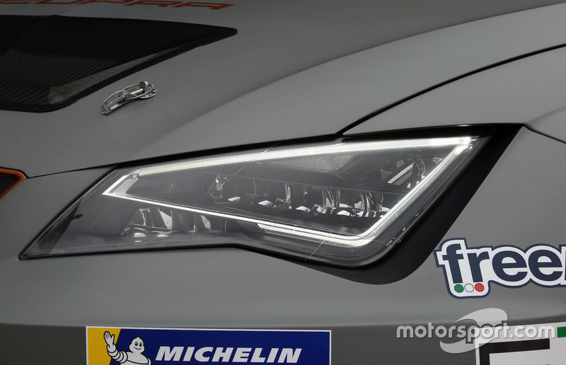 Cupra Leon TCR SEQ, dettaglio del fanale anteriore