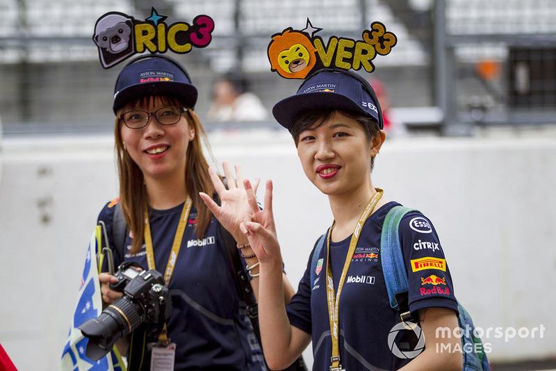 Daniel Ricciardo, Red Bull Racing y Max Verstappen, fanáticos y sombreros de Red Bull Racing