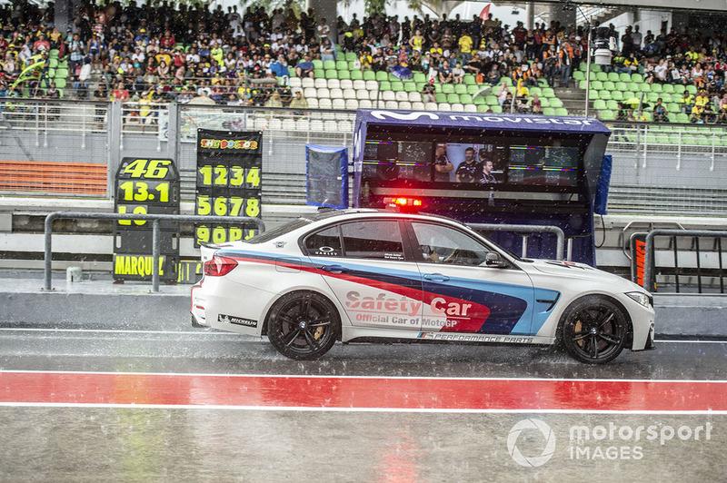 Автомобіль безпеки під дощем