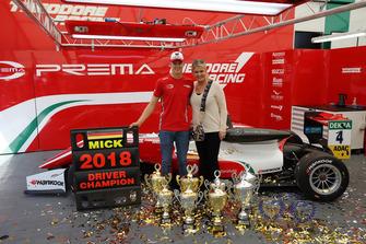 Champion Mick Schumacher, PREMA Theodore Racing Dallara F317 - Mercedes-Benz with his mother Corinna Schumacher