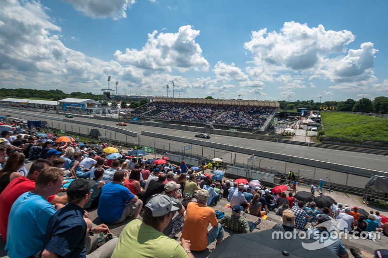 Atmosphere, spectators, Edoardo Mortara, Audi Sport Team Abt Sportsline, Audi RS 5 DTM, Jamie Green,