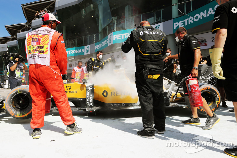 The burned car of Kevin Magnussen, Renault Sport F1 Team RS16