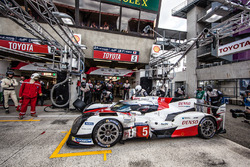 Pit stop and last driver change for #5 Toyota Racing Toyota TS050 Hybrid: Anthony Davidson, Sébastie