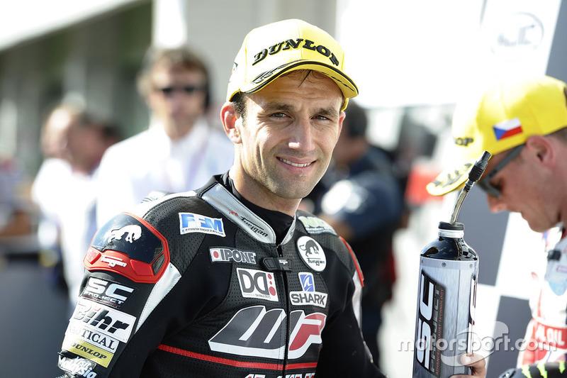Il poleman Johann Zarco, Ajo Motorsport nel parco chiuso