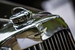 Classic Grand Tour: Aston Martin логотип