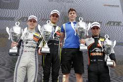Podium: Sieger Lando Norris, Carlin Dallara F317 - Volkswagen, 2.  Jake Hughes, Hitech Grand Prix, Dallara F317 - Mercedes-Benz, 3.  Joey Mawson, Van Amersfoort Racing, Dallara F317 - Mercedes-Benz