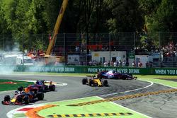 Carlos Sainz Jr., Scuderia Toro Rosso STR12 runs wide into the bollards