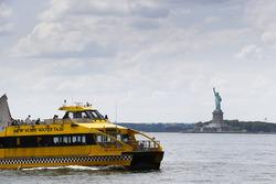 Taxi acuático de Nueva York y la estatua de la libertad