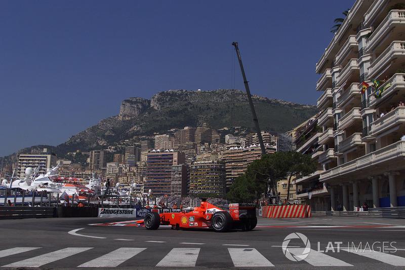 Michael Schumacher se llevó cinco veces la vuelta más rápida en Mónaco. De los pilotos actuales, Kimi Raikkonen es el más cercano al récord: estableció la mejor vuelta aquí en tres ocasiones.