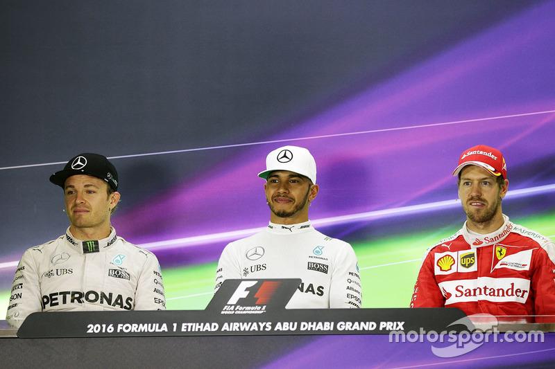 Conferencia de prensa FIA: Nico Rosberg, de Mercedes AMG F1, segundo; Lewis Hamilton, Mercedes AMG F1, ganador de la carrera; Sebastian Vettel, Ferrari, tercera