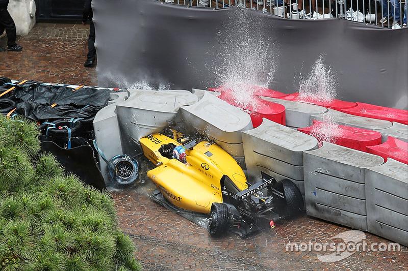 9 (GP de Mónaco) Jolyon Palmer, Renault Sport F1 Team RS16 choca y queda fuera de la carrera