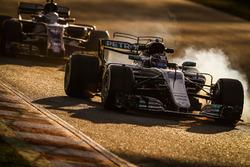 Valtteri Bottas, Mercedes F1 W08; Antonio Giovinazzi, Sauber C36