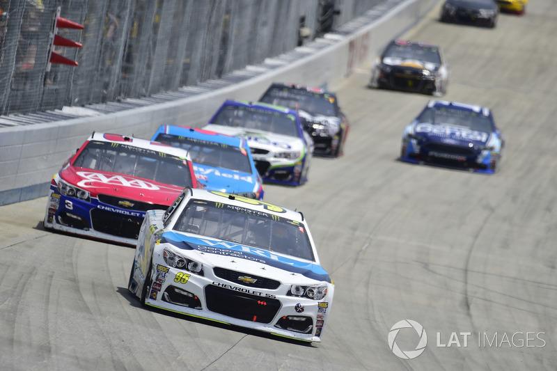 Michael McDowell, Leavine Family Racing, Chevrolet; Austin Dillon, Richard Childress Racing, Chevrol