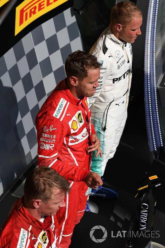 Podio: ganador de la carrera Sebastian Vettel, Ferrari, Kimi Raikkonen, Ferrari el segundo lugar y t