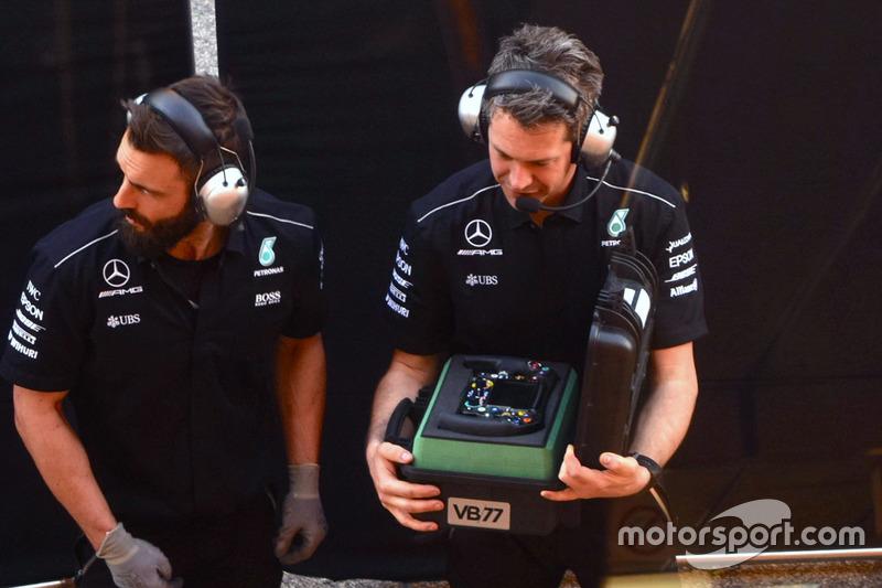 Руль Mercedes AMG F1 W08 Валттери Боттаса