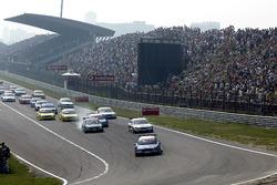 Start anı, Mattias Ekstrom, Abt Sportsline Audi A4 lider