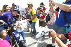 Maverick Viñales, Yamaha Factory Racing, mit Fans