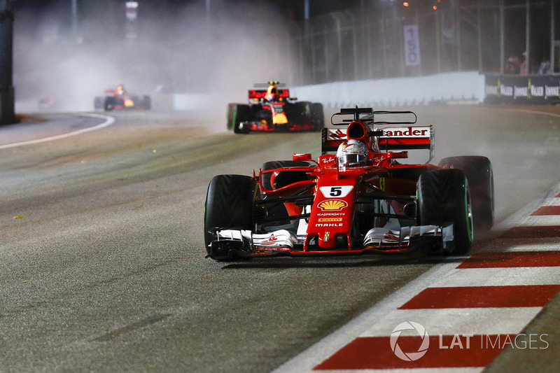 Sebastian Vettel, Ferrari SF70H, Max Verstappen, Red Bull Racing RB13, formasyon turunda
