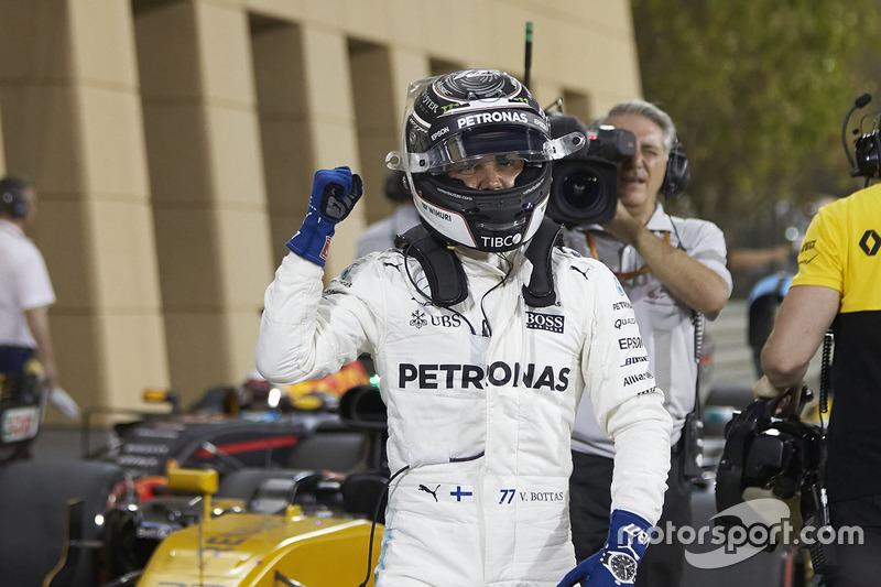 No Bahrein, contudo, chegou a um marco: superou Hamilton no treino classificatório e anotou sua primeira pole position na F1.