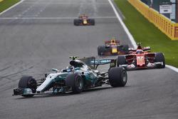 Валттери Боттас, Mercedes AMG F1 W08, Кими Райкконен, Ferrari SF70H, Макс Ферстаппен и Даниэль Риккардо, Red Bull Racing RB13