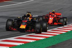 Daniel Ricciardo, Red Bull Racing RB14 leads Kimi Raikkonen, Ferrari SF71H