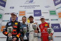 Podium: Race winner Enaam Ahmed, Hitech Bullfrog GP Dallara F317 - Mercedes-Benz, second place Dan T