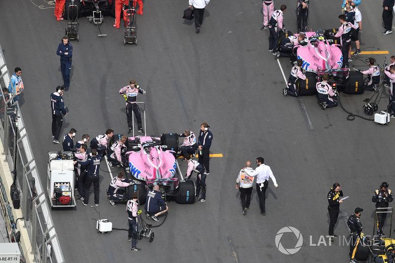 Sergio Perez, Force India VJM11 y Esteban Ocon, Force India VJM11
