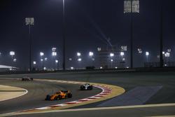 Stoffel Vandoorne, McLaren MCL33 Renault, devant Sergey Sirotkin, Williams FW41 Mercedes