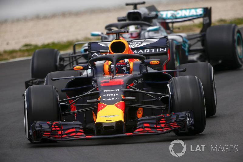Даниэль Риккардо, Red Bull Racing RB14, и Льюис Хэмилтон, Mercedes AMG F1 W09