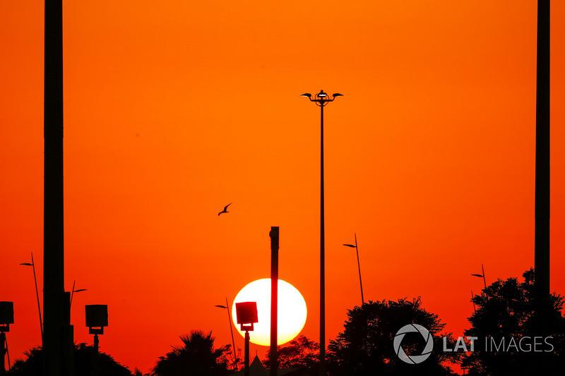Гран При Абу-Даби – единственный этап в чемпионате, который проходит на закате