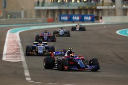 Pierre Gasly, Scuderia Toro Rosso STR12, Pascal Wehrlein, Sauber C36, Brendon Hartley, Scuderia Toro Rosso STR12