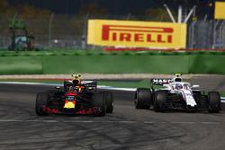 Max Verstappen, Red Bull Racing RB14, on intermediates, passes Sergey Sirotkin, Williams FW41