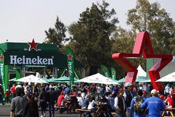 El jardín de la cerveza Heineken