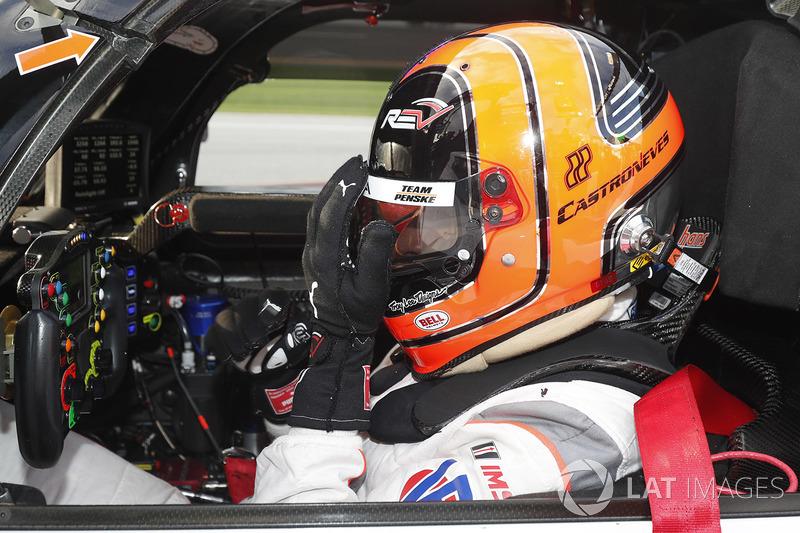 Helio Castroneves, Team Penske Acura se lamenta