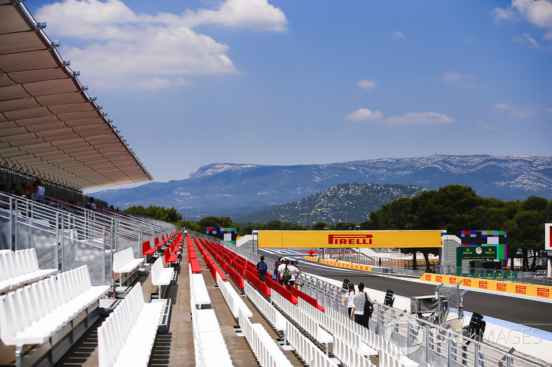 The view form the grandstand to the first corner