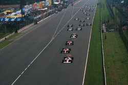 Start zum GP Italien 1989: Ayrton Senna, McLaren MP4/5, führt