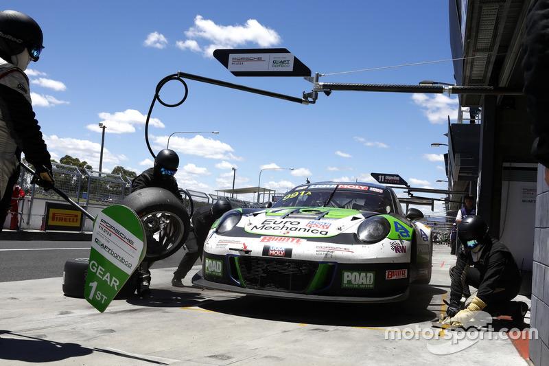 #991 Craft Bamboo Racing Porsche 911 GT3 R: Earl Bamber, Kevin Estre, Laurens Vanthoor