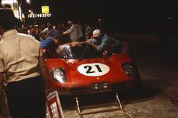 Ignazio Giunti, Nino Vaccarella, Ferrari 512S in the pits