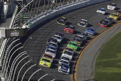 Ryan Blaney, Team Penske Ford Fusion, Alex Bowman, Hendrick Motorsports Chevrolet Camaro, restart