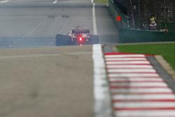 Charles Leclerc, Sauber C37 Ferrari, repart après un tête-à-queue